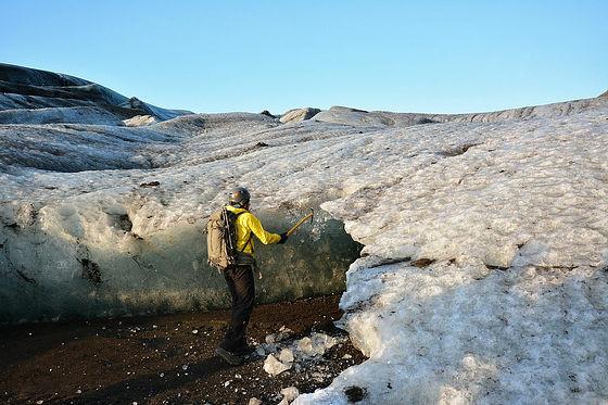 """看完《星际穿越》,到冰岛冰窟去看看""""超级蓝""""吧"""