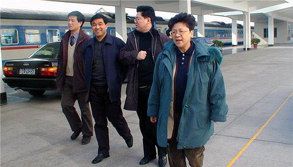 红色通缉令头号女嫌犯杨秀珠在美被羁押 正听候遣返