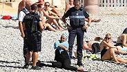 法国警察强迫女性当众脱衣 穆斯林泳衣如狼似虎?