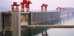"""""""弃水""""严重 中国最大水电基地四川叫停小型水电项目开发"""
