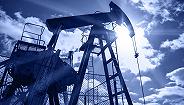 原油期货涨至一年高点 推动美欧股市收高