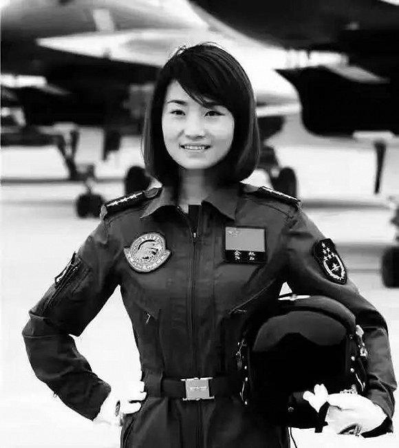 歼10女飞行员余旭献身飞行事业 生前照片曝光