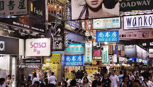 香港零售业连跌19个月乍暖还寒 莎莎、周大福纷纷转攻本地市场
