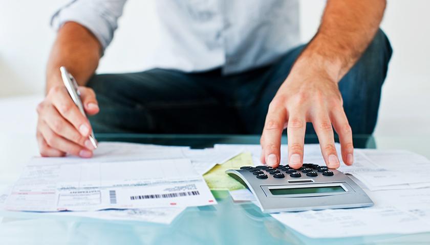 经济总量与减税降费_减税降费图片