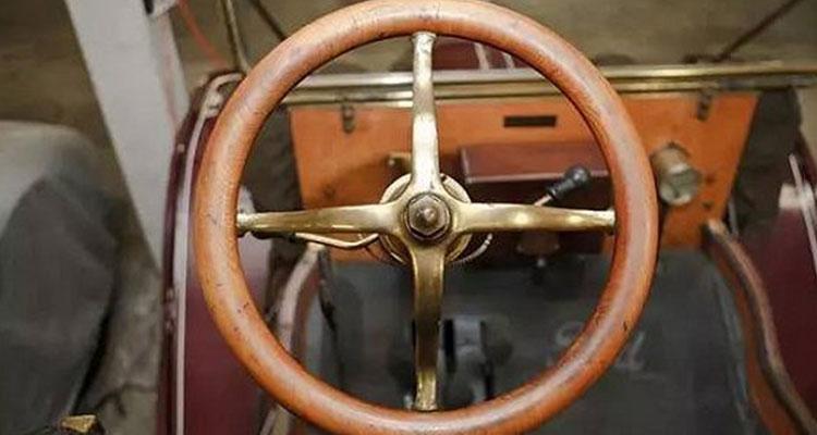 千奇百怪的汽车方向盘 什么时候开始变成圆的?