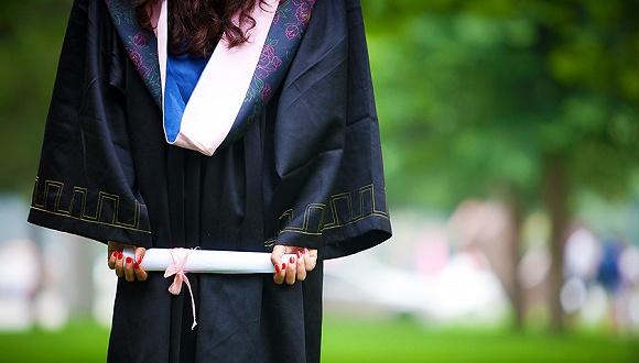 2017年高校毕业生达795万人 多城市开启抢人大战