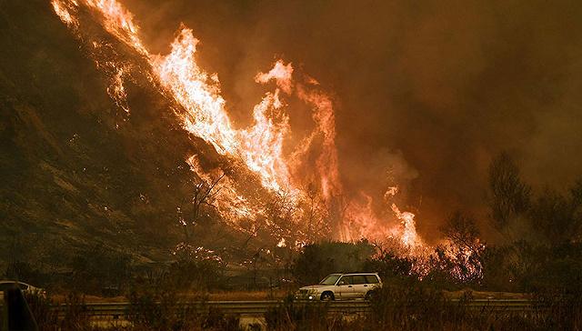 美国南加州山火肆虐 洛杉矶宣布进入紧急状态