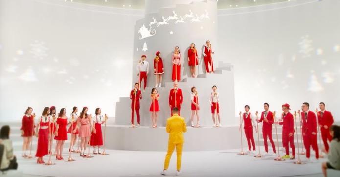 彩虹合唱团的圣诞新歌里 每个人都能忘掉烦恼快乐吃鸡