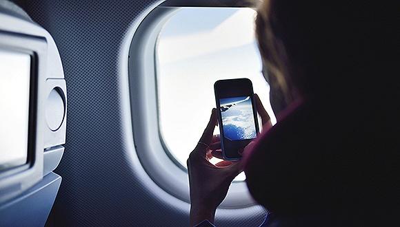 民航局發布新文件 你離飛機上刷手機又近了一步