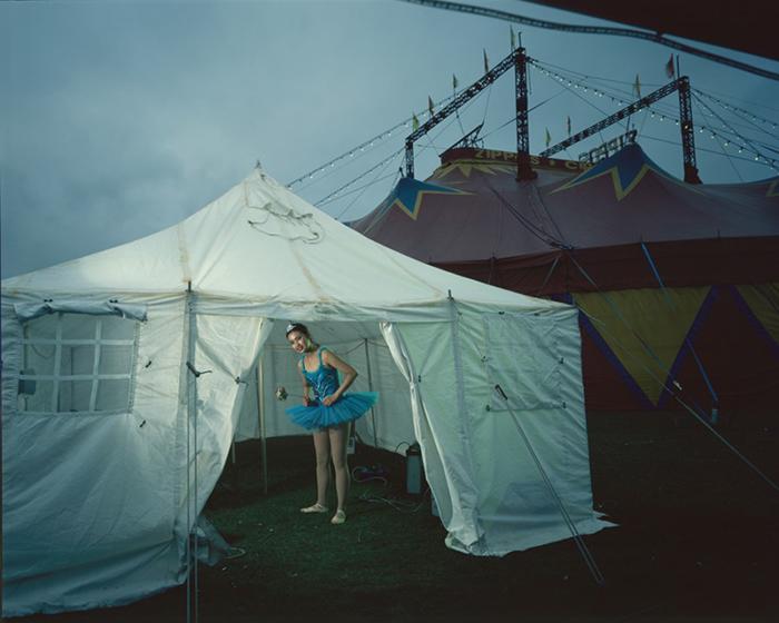 文中摄影作品均来自彼得·拉维利 翻译:谢晓君 来源:british journal