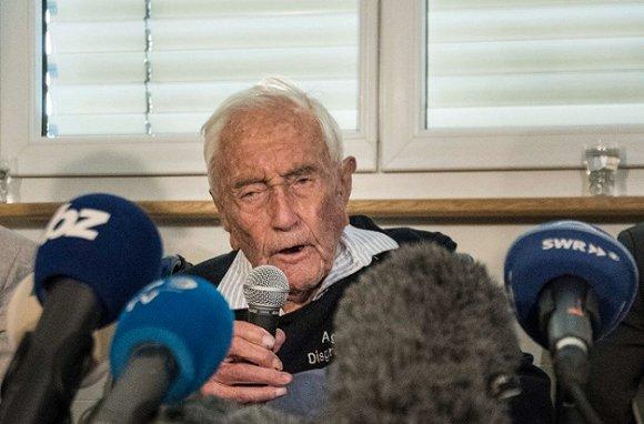 【天下奇闻】澳104岁科学家安乐死高唱《