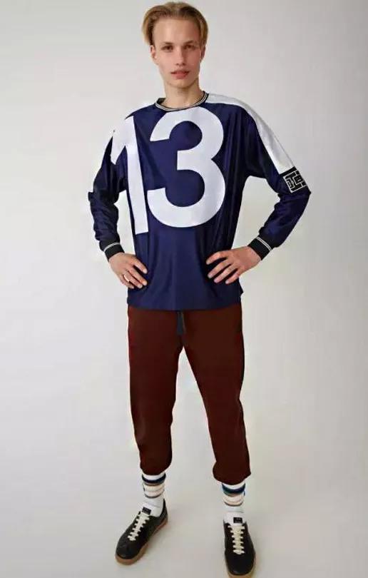 足球主题的服装设计图