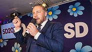 政治转风向民粹正崛起 瑞典高福利模式能否?#20013;? width=