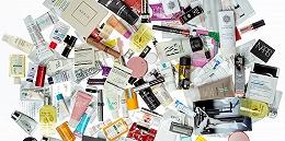 你手上收费美妆小样的眼前,是一个价值12亿美元的宏大年夜市场