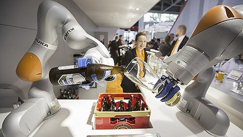 美的收购的机器人巨头库卡,去年利润暴跌八成将开始裁员