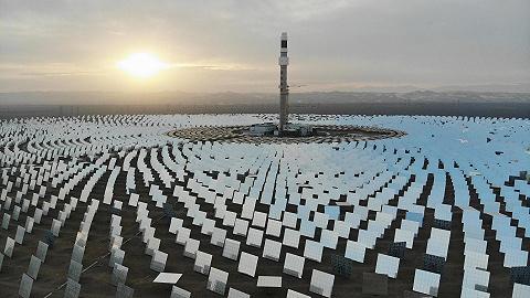 中国沙漠惊现黑科技:万镜追日场面壮观