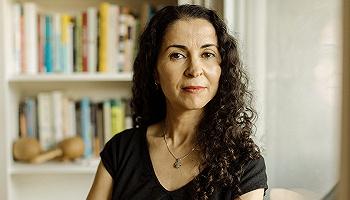 莱拉·拉拉米:白人种族主义者针对穆斯林的恐怖主义,未像其他恐怖主义一样被认真对待