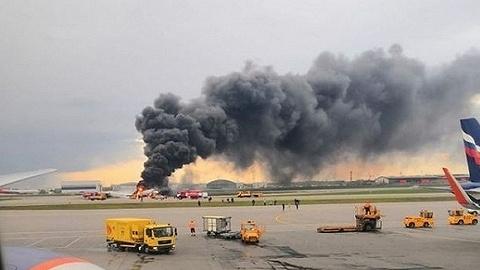 满载油箱、遭雷击,俄?#20132;?#38271;透露客机出事原因