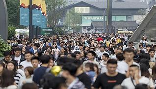 """【财经数据】今年""""五一""""至少15省旅游收入超百亿"""