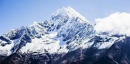 """珠峰8000米死亡地带现""""拥堵"""",春季登山季已致14人丧生"""