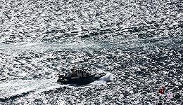 博斯普鲁斯海峡之光:奥尔罕·帕慕克的照相作品集《阳台》