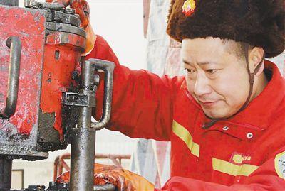 (爱国情 奋斗者)辽河油田井下作业工人、高级技师:对技术着迷的李桂库