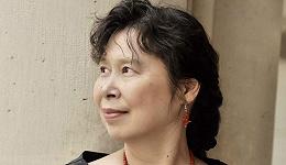 【专访】作家张翎:贫穷会黏人的身上,像他的另一层皮