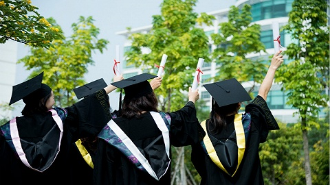 大学毕业生去哪了?#24247;?#26597;显示:过半去民企,两成考研