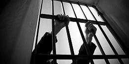 """內蒙古五原派出所""""撞墻死""""案:1名干警2名協警被立案偵查"""