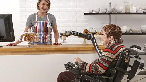 """【工业之美】实现真正的""""饭来张口"""",这款机器人手臂成为残障人士第三只手"""
