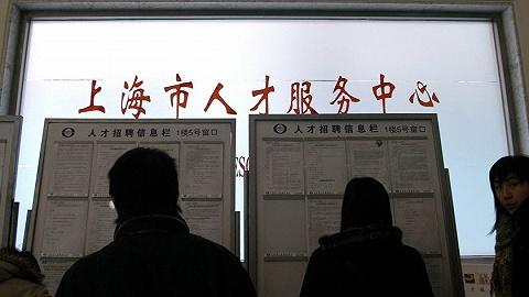 """【特寫】打通上海引進人才落戶的""""最后一公里"""""""