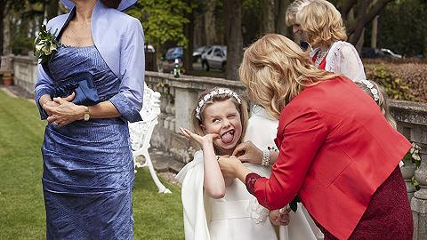 难看的吃相,扑街的伴娘:这些荒诞的画面才是真实的婚礼现场