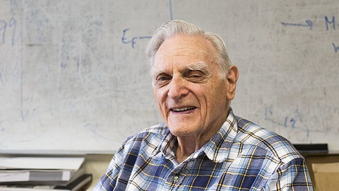 """諾貝爾化學獎頒給鋰電池領域,""""足夠好""""老爺子打破諾獎最高齡得獎紀錄"""