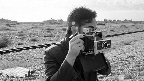 """在手機都有三個攝像頭的今天,他們仍堅持""""即影即現"""""""