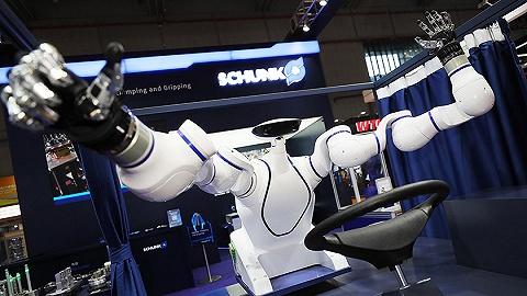 【一周环球掠影】第二届进博会开幕,仿人机械手亮相;美国办展讲述击毙本·拉登过程