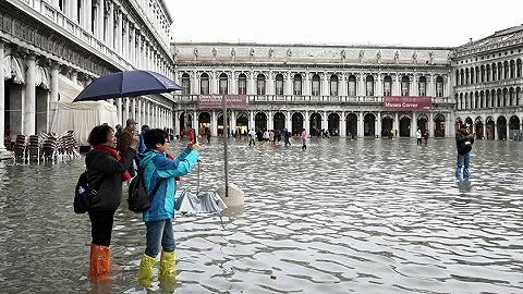 威尼斯洪水:议会否决对抗气候变化预算修改案后2分钟办公室即被淹
