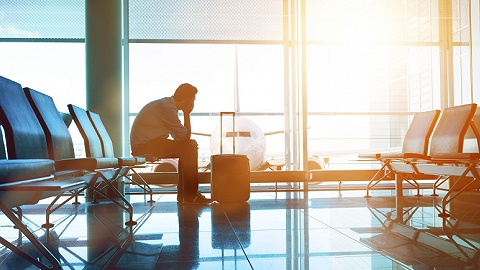 机上失窃中国乘客曼谷机场遭强制搜查,肯尼亚航空回应:机场警方要求