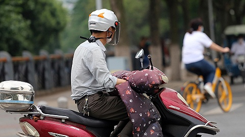 騎電動車不戴頭盔要罰款嗎?各地規定不一,多以勸導為主