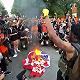 """特朗普獨立日演講""""捍衛美國生活方式"""",墻外抗議者焚燒美國國旗"""
