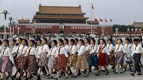 """【一周影像資訊】記錄""""中國顏色""""的馬格南攝影師去世,荷蘭博物館推出梵高的千余件免費數字收藏"""