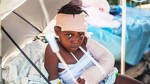 【圖集】海地地震已致近兩千人遇難,54萬名兒童受到嚴重影響