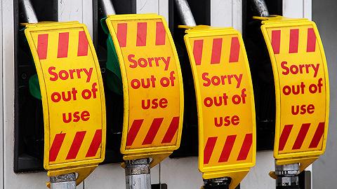 【图集】欧洲能源危机加剧:天然气价格飙升,卡车司机短缺造成燃油供应危机
