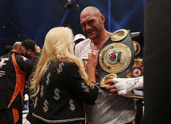 自25年前詹姆斯·道格拉斯打败迈克·泰森以来,拳坛还没有发生过如此