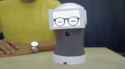 表情界的老司机,在这个机器人面前你表情个心拿小心手就是包图片