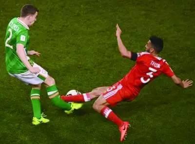 又见断腿 英式足球和中国功夫谁更厉害? 界面新