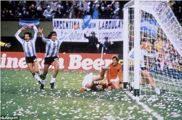 俄罗斯世界杯倒计时400天 ,而经典的历史瞬间,恍如昨日