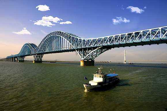 港珠澳大桥主体全线贯通,造桥成中国人又一种族天赋
