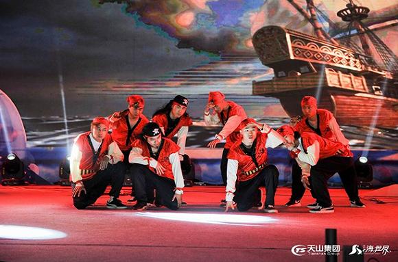 """""""海盗""""并非海上强盗的含义,而是自由与勇敢的化身,史诗叙事的连贯性与舞蹈技巧进行巧妙融合,最终呈现出别具一格的艺术风格。"""