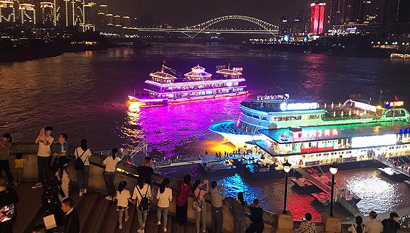 重庆文化宫大剧院引进的儿童剧《丑小鸭》,涪陵大剧院引进的《大头兵
