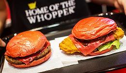 日本汉堡王连续推出彩色汉堡  这次的新品是红色的